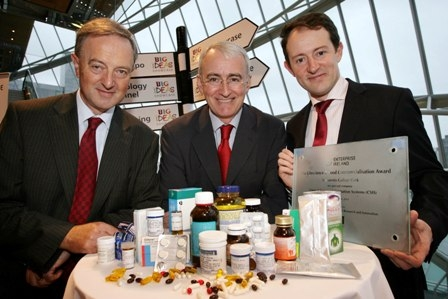Pictured at the Big Ideas Technology Showcase are Sean Sherlock T.D. Minister for Research & Innovation (right) and Feargal O Morain, Enterprise Ireland (left) with Dr. Denis O'Mahony, Consultant Geriatrician at University College Hospital Cork (centre) whose research team was awarded an Enterprise Ireland Commercialisation Award