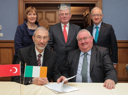 Pictured at the signing of a Strategic Alliance between Meath Company Kells Stainless  and Turkish Company UMDE are Left to Right: Ziya Gokcek, UMDE, John McKeon, MD Kells Stainless, Julie Sinnamon, Executive Director, Enterprise Ireland, Tánaiste and Minister for Foreign Affairs, Eamonn Gilroy T.D. and His Excellency Kenneth Thompson, Irish Ambassador to Turkey.